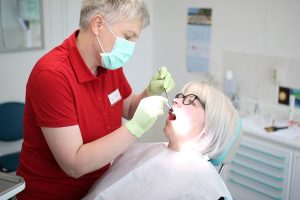 Allgemeine Zahnheilkunde - Professionelle Zahnreinigung - PZR