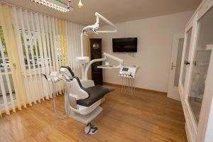 Modern ausgestattete Zahnarztpraxis